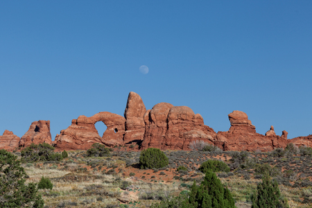 Moonrise Over Turret Arch Stock fotó