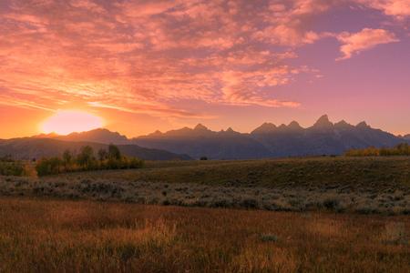 Scenic Autumn Sunset in the Tetons 版權商用圖片