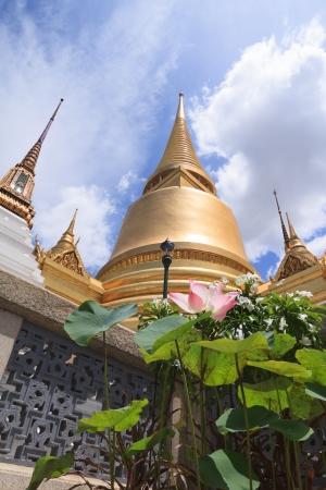 gloden: Gloden pagoda at Royal grand palace
