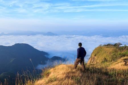 lejos: cumbre de la montaña
