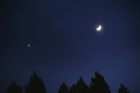 Moon and Venus 写真素材 - 76396380