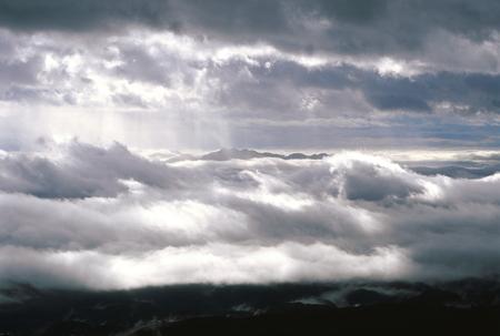 輝く雲の海 写真素材 - 76404580