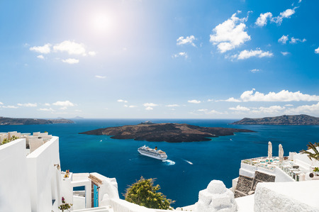White architecture on Santorini island, Greece.  Beautiful landscape with sea view Zdjęcie Seryjne