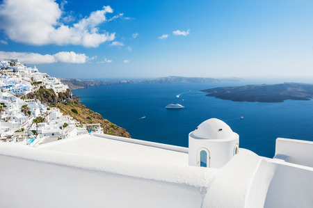 White architecture on Santorini island, Greece. Beautiful landscape with sea view. Zdjęcie Seryjne