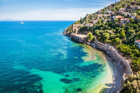 pavo: Playa del mar en Alanya, Turquía. Hermoso paisaje de verano