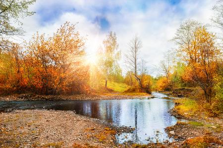 Górski potok, las jesienny krajobraz o zachodzie słońca. South Ural, Rosja. Creative efekt tonowania Zdjęcie Seryjne