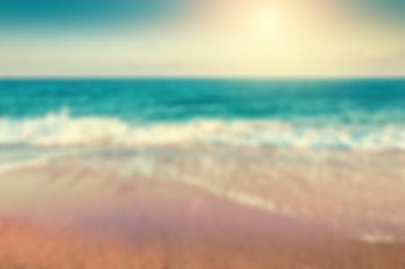 Tropikalna plaża. Niewyraźne tło podróży