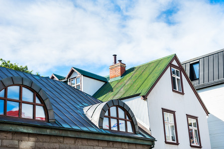 case colorate: Tetti di case colorate. Reykjavik, Islanda Archivio Fotografico