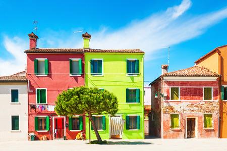 case colorate: Case colorate di Burano vicino a Venezia, Italia Archivio Fotografico