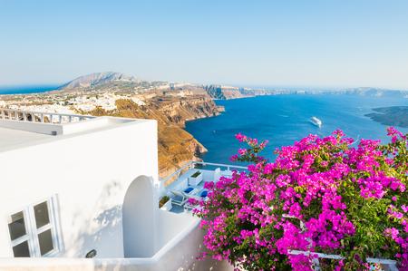 Santorini island, Greece. Beautiful terrace with pink flowers, summer landscape with sea view Zdjęcie Seryjne