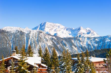 Courchevel skitoevlucht in de bergen van de Alpen, Frankrijk. Winter landschap. Stockfoto