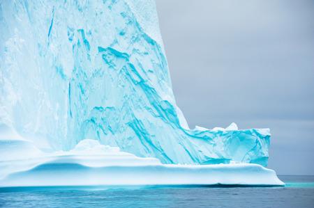 Icebergs bleus dans l'océan Atlantique dans le fjord glacé d'Ilulissat, dans l'ouest du Groenland Banque d'images