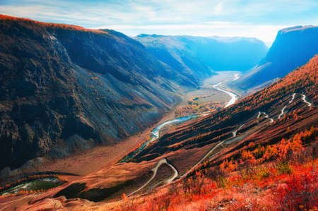 Chulyshman river gorge and view of Katu-Yaryk pass in Altai mountains, Siberia, Russia. Beautiful autumn landscape at sunrise Reklamní fotografie