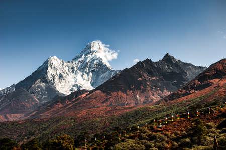 View of Ama Dablam peak in Himalaya mountains, Nepal. Khumbu valley, Everest region, Nepal. Beautiful autumn landscape Zdjęcie Seryjne