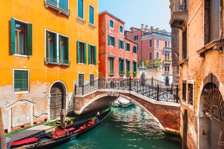 Beautiful canal with old medieval architecture and bridge in Venice, Italy. Famous travel destination Banque d'images