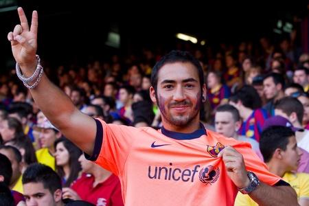 unicef: BARCELLONA, SPAGNA - 13 maggio 2011: non identificati tifosi FC Barcelona celebrare la vittoria di campionato della lega spagnola in stadio Camp Nou.