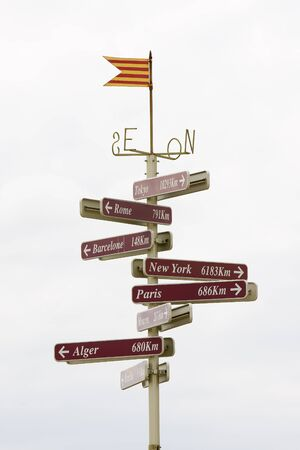 alger: Distances to important cities from Perpignan, France Stock Photo