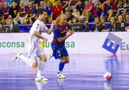 BARCELONE, ESPAGNE - 17 juin: Ari Santos-R-FCB en action à l'espagnol de Futsal de la ligue finale entre le FC Barcelone et El Pozo Murcia, score final 4-1, le 17 Juin 2012, à Barcelone, Espagne. Banque d'images - 14223930