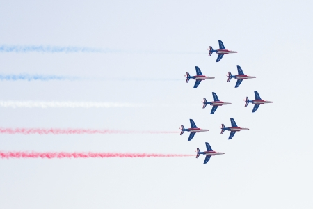 cel: BARCELONA - OCTOBER 2: Unidentified pilots of Patrouille de France perform acrobatics during the aerial plane exhibition Festa al Cel festival, on October 2, 2011 in Barcelona, Spain Editorial