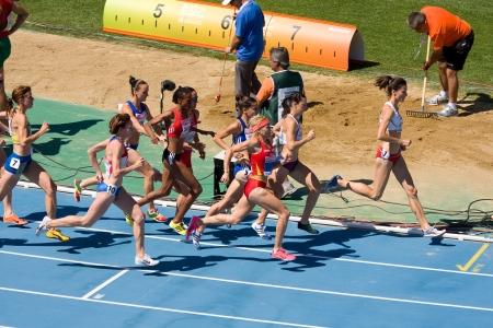 deportes olimpicos: BARCELONA, ESPA�A - 28 de julio: Los competidores de 3.000 metros con obst�culos Mujeres Ronda 1 de la 20 � Campeonato Europeo de Atletismo en el Estadio Ol�mpico el 28 de julio de 2010, en Barcelona, ??Espa�a