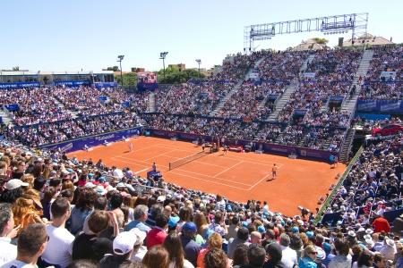 バルセロナ - 4 月 29 日: 正体不明の支持者は 2012 年 4 月 29 日、上でバルセロナ、スペイン バルセロナ テニス トーナメント Rafael Nadal と David フェレ 報道画像