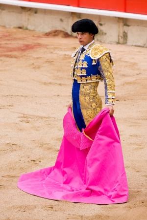 bullfight: BARCELONA - 06 de junio: Juli�n L�pez, El Juli, en acci�n durante una corrida de toros tradici�n, t�pica espa�ola donde un torero mata a un toro, el 6 de junio de 2010 en Barcelona, ??Espa�a
