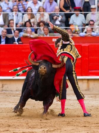 バルセロナ - 9 月 24 日:、有名な torero ホセ ・ トマス アクション 2011 年 9 月 24 日バルセロナ、スペインの政府禁止前にカタルーニャで最後の闘牛
