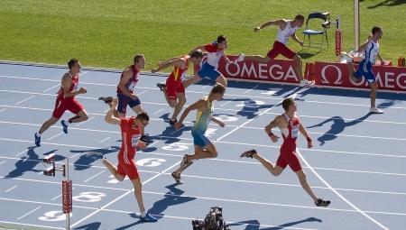finalistin: Einige unbekannten Athleten konkurrieren bei Decathlon 100 Meter w�hrend der Leichtathletik-Europameisterschaft Barcelona 2010 am 28. Juli 2010 in Olympiastadion, Barcelona, ??Spanien