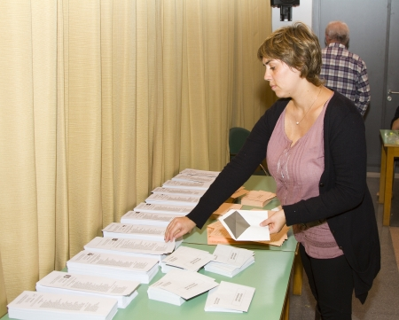 polling station: An unidentified woman delivers his vote in a polling station during Spanish General Elections on November 20, 2011 in Barcelona, Spain