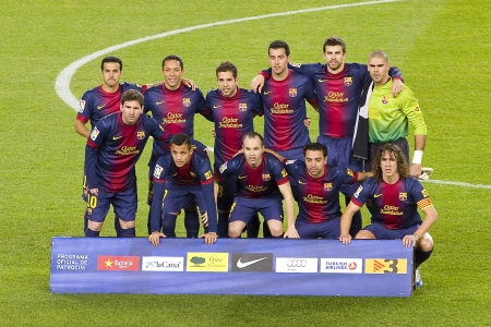 xavi: BARCELONA - DECEMBER 16: Barcelona players before the Spanish League match between FC Barcelona and Atletico de Madrid, final score 4 - 1, on December 16, 2012, in Camp Nou, Barcelona, Spain