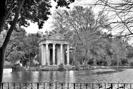 aesculapius: Templo de Esculapio en Villa Borghese, Roma, Italia Foto de archivo