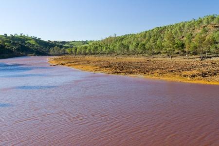 contaminacion del agua: Rio Tinto, Espa�a Foto de archivo