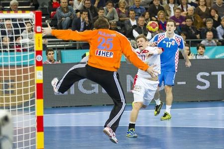 svan: BARCELLONA - 25 gennaio: Svan Hansenin di azione Danimarca presso la Pallamano Campionato Mondiale semifinale tra Danimarca e Croazia, punteggio finale 30-24, il 25 gennaio 2013, a Barcellona, ??Spagna