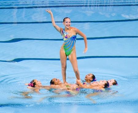piscina olimpica: Equipo kazajo realiza en nataci�n sincronizada final Rutina libre de 15o Campeonato Mundial FINA, el 26 de julio de 2013, en Barcelona, ??Espa�a Rusia gana la medalla de oro