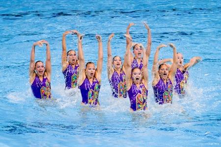 piscina olimpica: Equipo suizo realiza en nataci�n sincronizada final Rutina libre de 15o Campeonato Mundial FINA, el 26 de julio de 2013, en Barcelona, ??Espa�a Rusia gana la medalla de oro