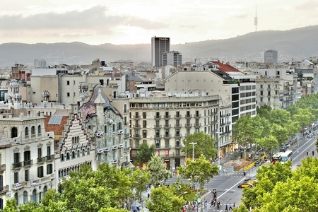 paseo: Aerial view of casa Batllo, designed by Antoni Gaudi, and Casa Ametller, designed by Josep Puig i Cadafalch, Barcelona, Spain