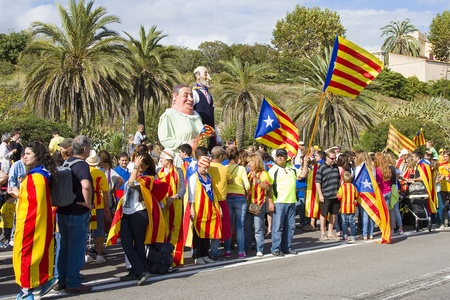 nationalists: Hundreds of thousands of Catalans made a 400 km human chain, from Le Perthus to Alcanar, to show their desire for independence from Spain, on September 11, 2013  More than 1 million people took part in the event, which comes on Catalonia s national day