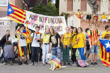 separatism: Hundreds of thousands of Catalans made a 400 km human chain, from Le Perthus to Alcanar, to show their desire for independence from Spain, on September 11, 2013  More than 1 million people took part in the event, which comes on Catalonia s national day