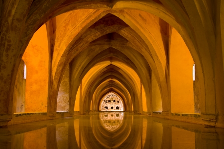 padilla: Baths of Lady Mar�a de Padilla in Alcazar of Seville