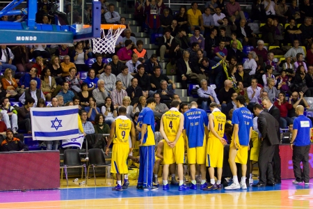 maccabi: Maccabi players at the Euroleague basketball match between FC Barcelona and Maccabi Electra, final score 70-67, on February 29, 2012, in Barcelona, Spain