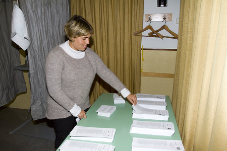 parliamentary: An unidentified woman delivers his vote in a polling station during Catalonian parliamentary election, on November 25, 2012 in Barcelona, Spain