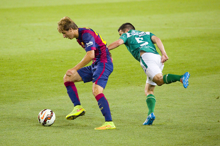 barsa: Sergi Samper in action at Gamper friendly match between FC Barcelona and Club Leon FC, final score 6-0, on August 18, 2014, in Camp Nou, Barcelona, Spain Editorial