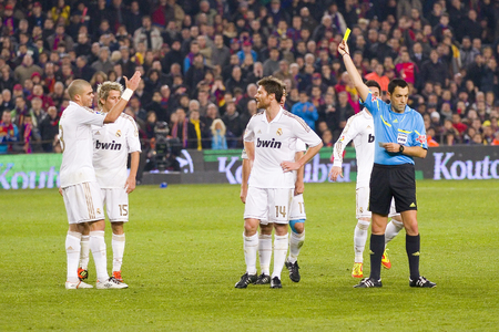 to pepe: Referee gives yellow card for Pepe Laveran during the Spanish Cup match between FC Barcelona and Real Madrid, final score 2 - 2, on January 25, 2012, in Camp Nou, Barcelona, Spain Editorial