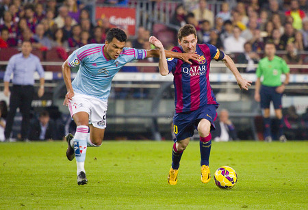 slalom: Lionel Messi of FCB in action at Spanish League match between FC Barcelona and Celta de Vigo, final score 0-1, on November 1, 2014, in Camp Nou stadium, Barcelona, Spain