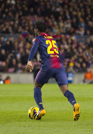 barsa: Alex Song of FCB in action at the Spanish League match between FC Barcelona and Osasuna, final score 5 - 1, on January 27, 2013, in Barcelona, Spain