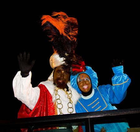 reyes magos: Balthazar Rey en el desfile b�blico Magos Reyes Magos, que dan juguetes a los ni�os. Es una celebraci�n espa�ola tradicional. 05 de enero 2012 en Alella, Barcelona, ??Espa�a
