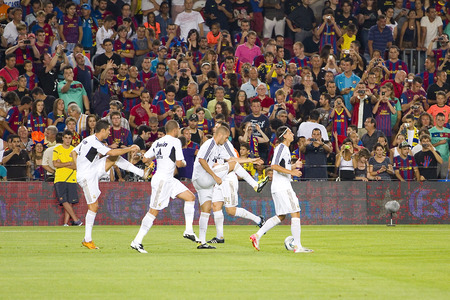 barsa: Real Madrid players in action at the Spanish Super Cup final match between FC Barcelona and Real Madrid, 3 - 2, on August 17, 2011 in Camp Nou stadium, Barcelona, Spain