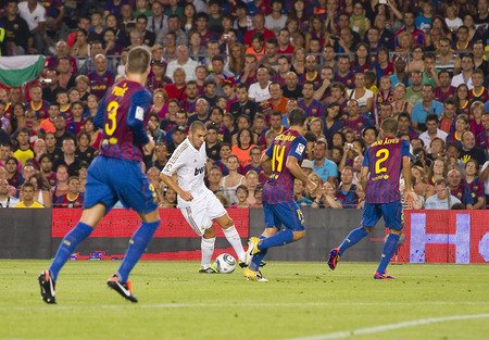 real madrid: Karim Benzema of RM in action at the Spanish Super Cup final match between FC Barcelona and Real Madrid, 3 - 2, on August 17, 2011 in Camp Nou stadium, Barcelona, Spain