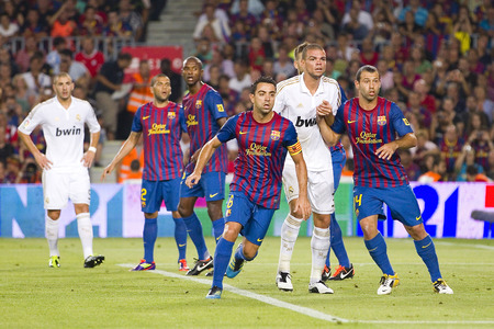 xavi: Some players in action at the Spanish Super Cup final match between FC Barcelona and Real Madrid, 3 - 2, on August 17, 2011 in Camp Nou stadium, Barcelona, Spain