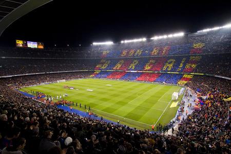 カンプ ・ ノウ ・ スタジアム前にスペイン カップ一致 FC バルセロナ、レアル マドリード、最終スコア 2-2 で 2012 年 1 月 25 日、スペインのバルセロ